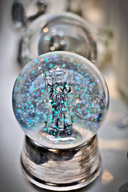 filip-bunkens-156452-snow-globe